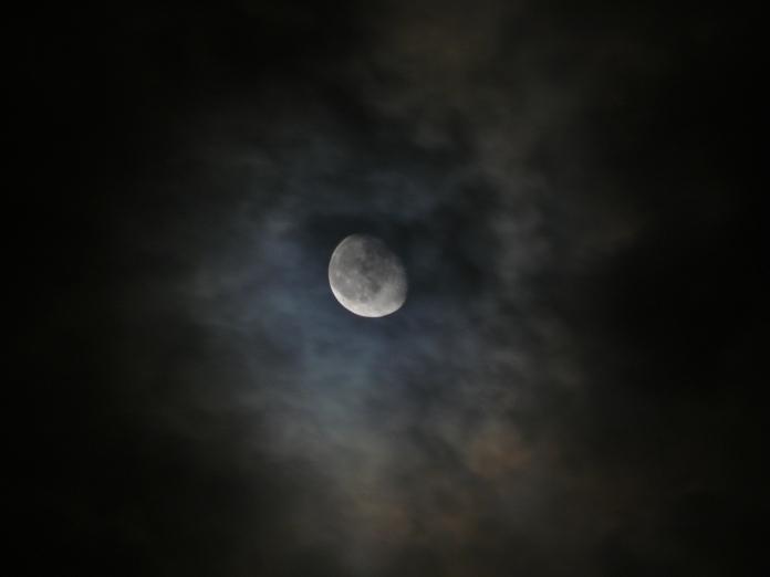 o luna de noapte buna
