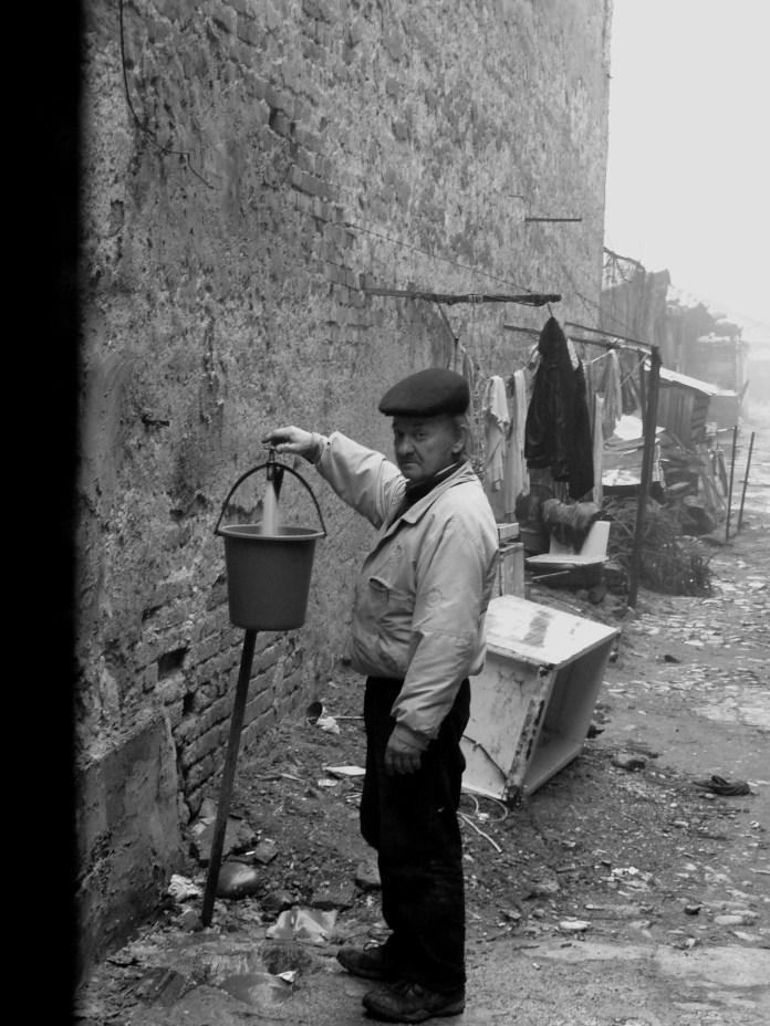 Om ia apa de la cismea in Sighetu Marmatiei