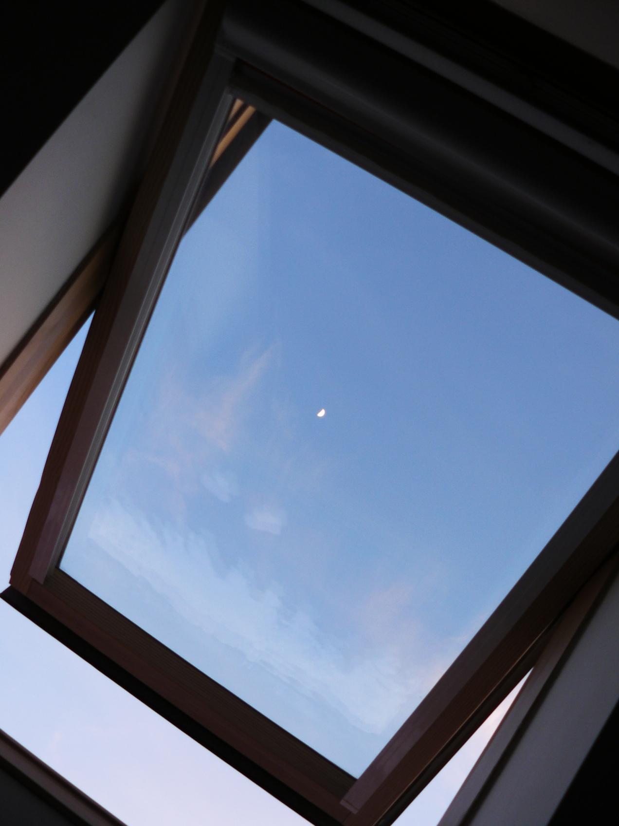 Gardianul Zambetelor, o luna in fereastra