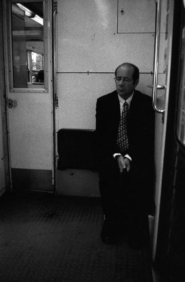 Metro boulot dodo - Barbat dormind la metrou
