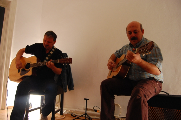 Foto Casa cu cantec - Eugen Avram si Ovidiu Mihailescu, duet - Matasari 17