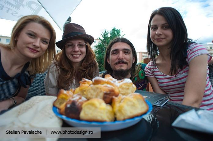 Foto grupul de la Lecturi Urbane de Bacau - Claudia, Oana, eu si Andreea