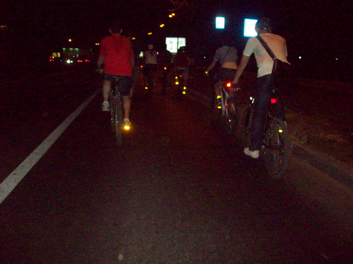 Foto Bikewalk in miez de noapte