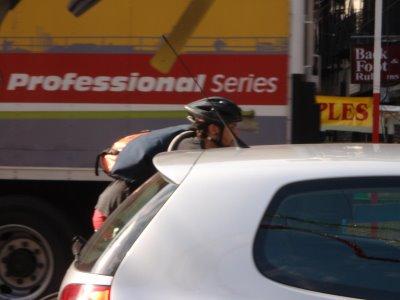 Foto bicicleta in trafic