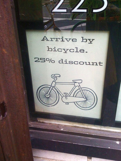 Foto magazin ofera reducere daca ajungi pe bicicleta