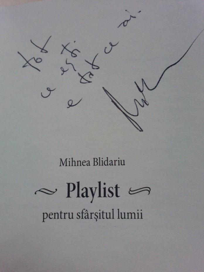 Foto autograf Mihnea Blidariu lansare carte Playlist