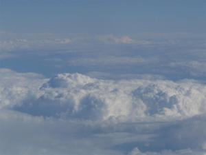 Pragul de sus si buricul - foto nori vedere din avion