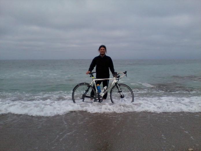 Fotografie - Un om fericit - cu bicla in mare la Vama Veche